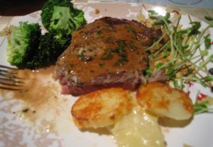 1200px-Steak_Diane