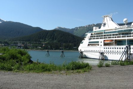 cruise ship crowds